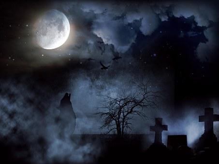 月が墓地を照らしている様子