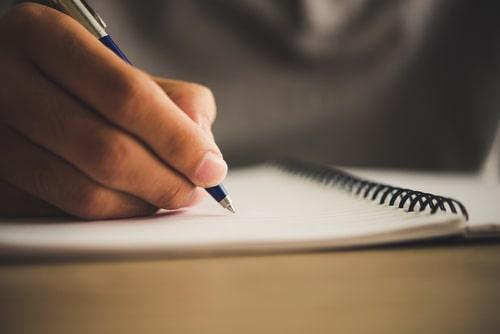 文章を書いている人