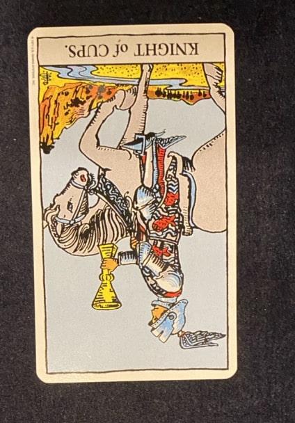 タロットカード「カップのナイト」の逆位置の画像