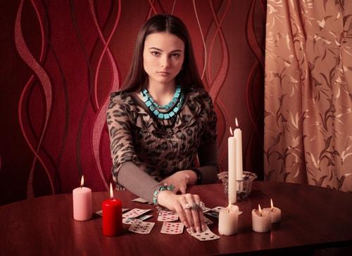 占い師の女性の画像