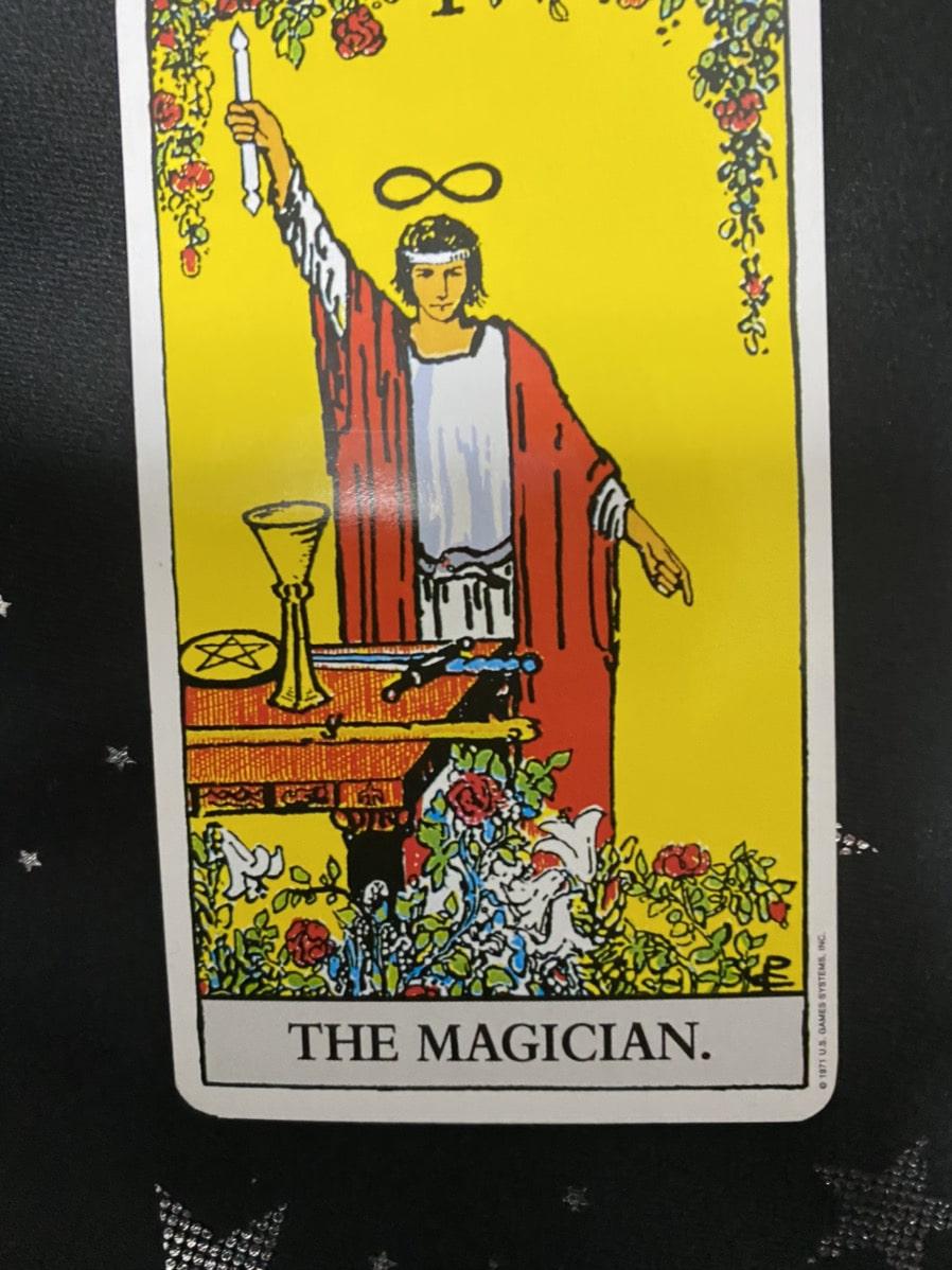 タロットカードの魔術師の正位置の画像