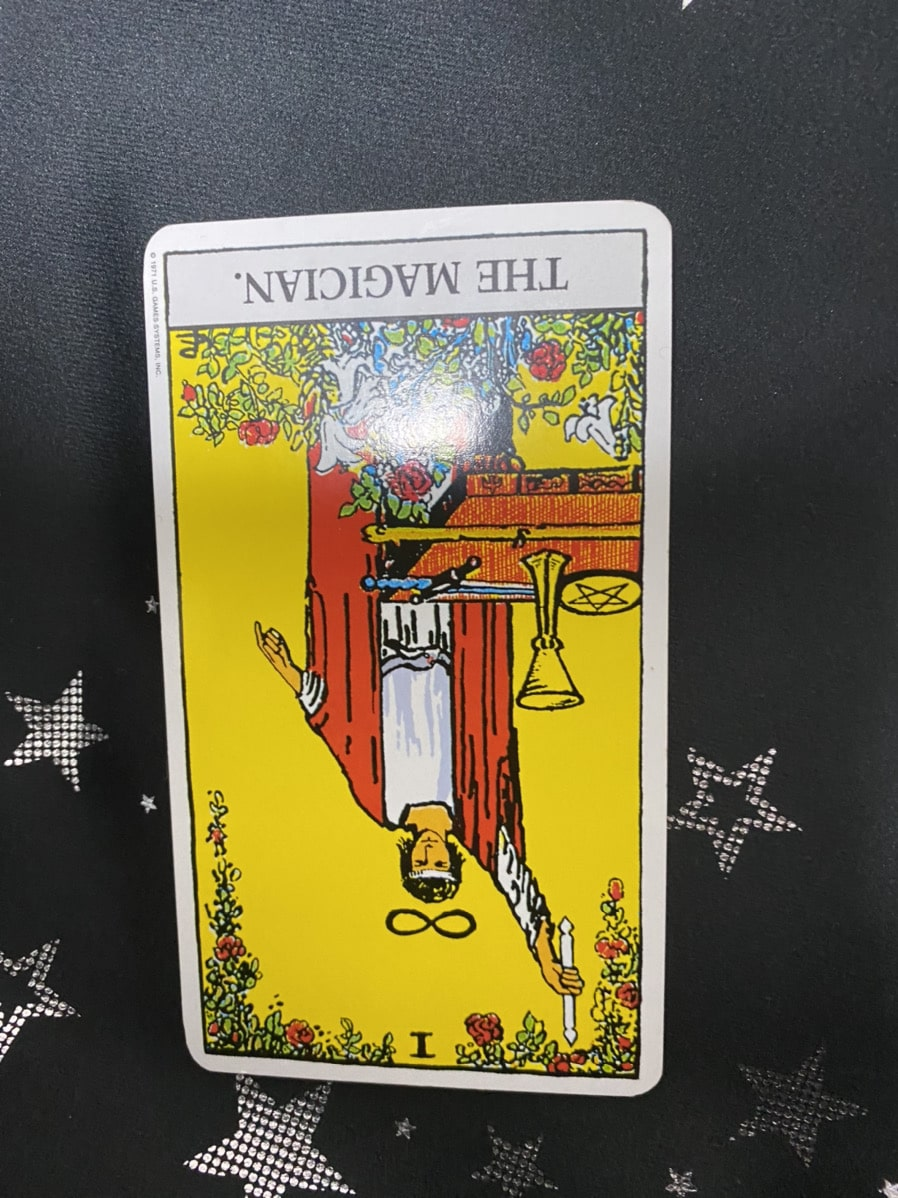 タロットカードの魔術師の逆位置の画像