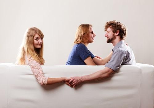 婚約女性を裏切り不倫している男女の画像