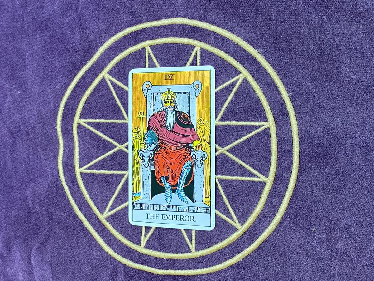 タロットカード「皇帝」の正位置