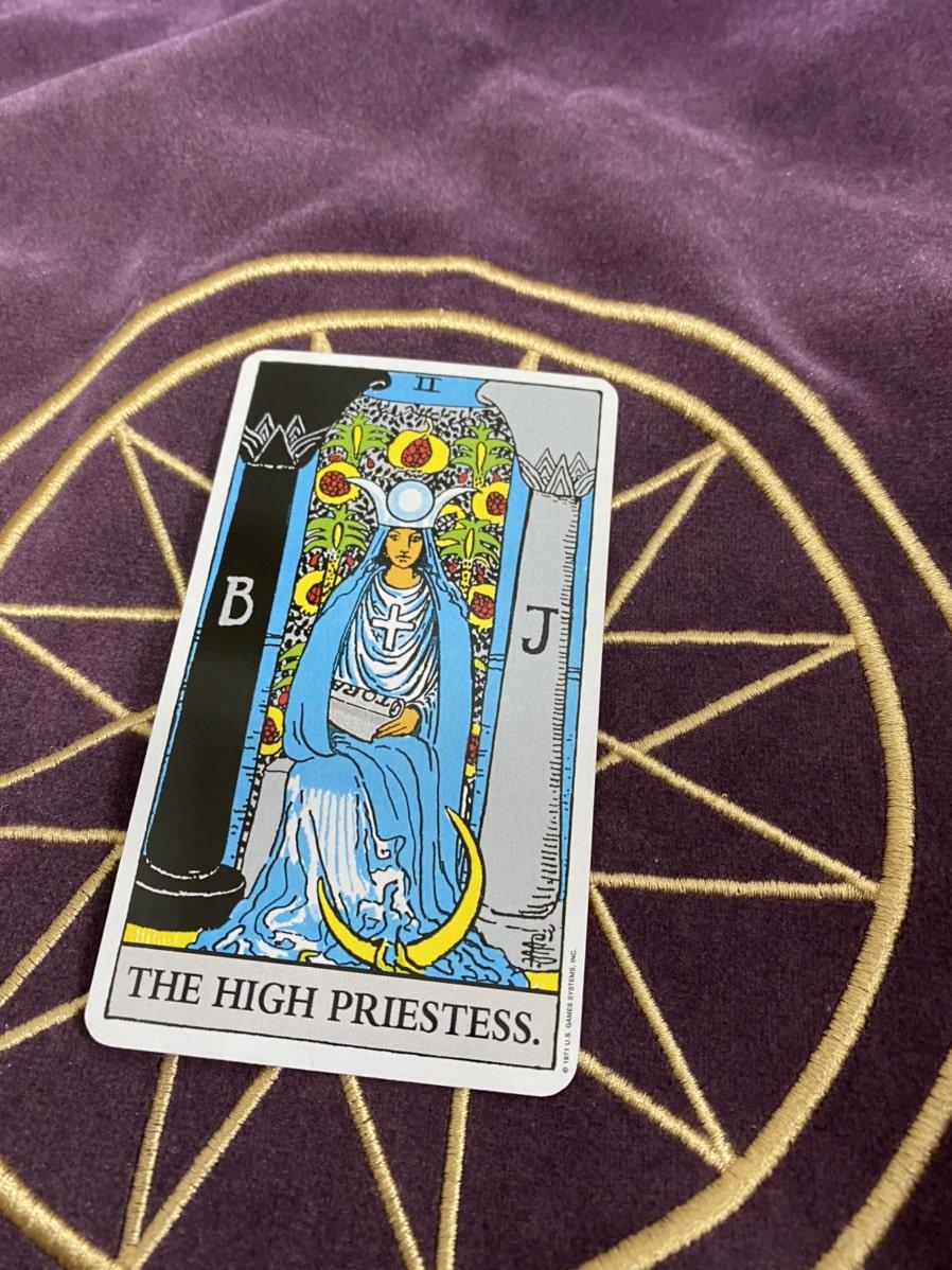 タロットカード「女教皇」の正位置